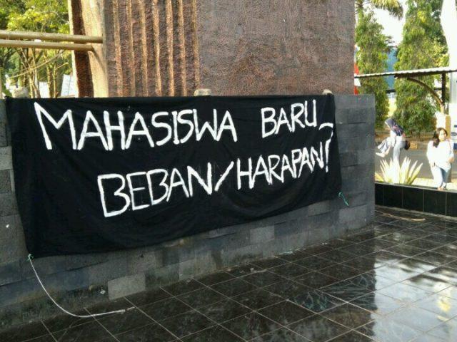 Dies Natalis Unpad ke-60, antara Orasi Jokowi dan Puisi Mahasiswa