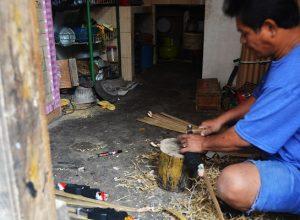 Geliat Pengrajin Desa Cipacing